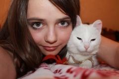 Ира с котиком
